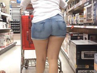 Latina Teen Jean Shorts Walk