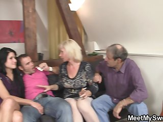 First meeting leads to old-young threesome