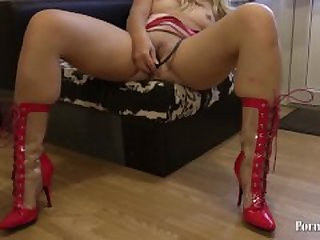 young girl in latex masturbates